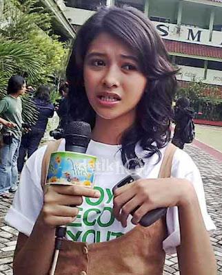 foto Poppy Bunga seksi main film horor mandala artis seputar Indonesia