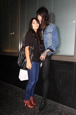 Trace Cyrus Demi Lovato on Trace Cyrus Kisses Demi Lovato Look Alike 06 Jpg