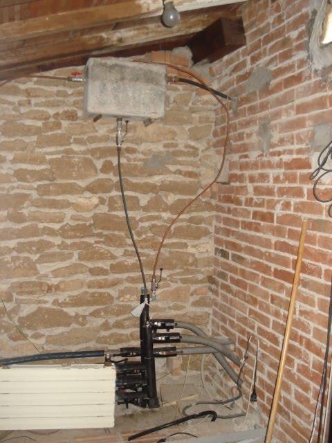 Pareti In Legno Vecchio: Vecchio balcone di pietra fotografia stock ...