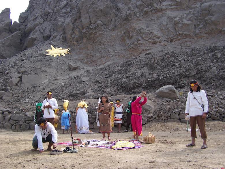AÑO 2007: OFRENDA A LA PACHAMAMA POR EL INTI RAYMI EN EL COLEGIO. ÉN EL ANTIGUO CANAL DE REGADÍO.