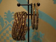 Bracelete e argolas douradas