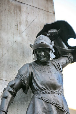 Knight Leeds War Memorial