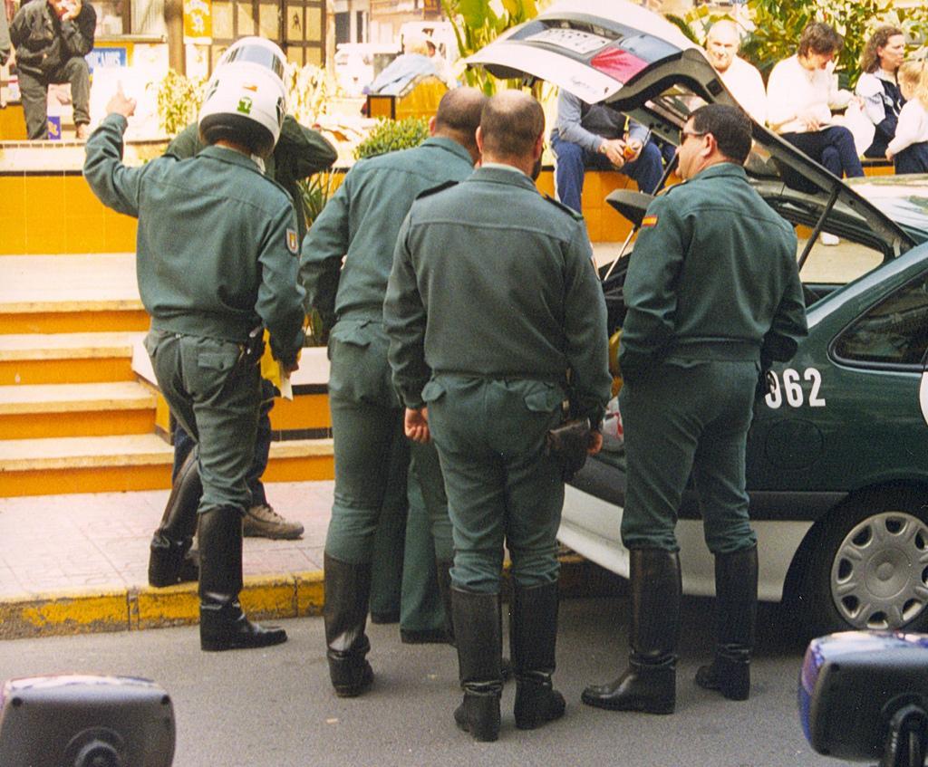 These boots are made for guardia civil de tr fico - Guardia civil trafico zaragoza ...