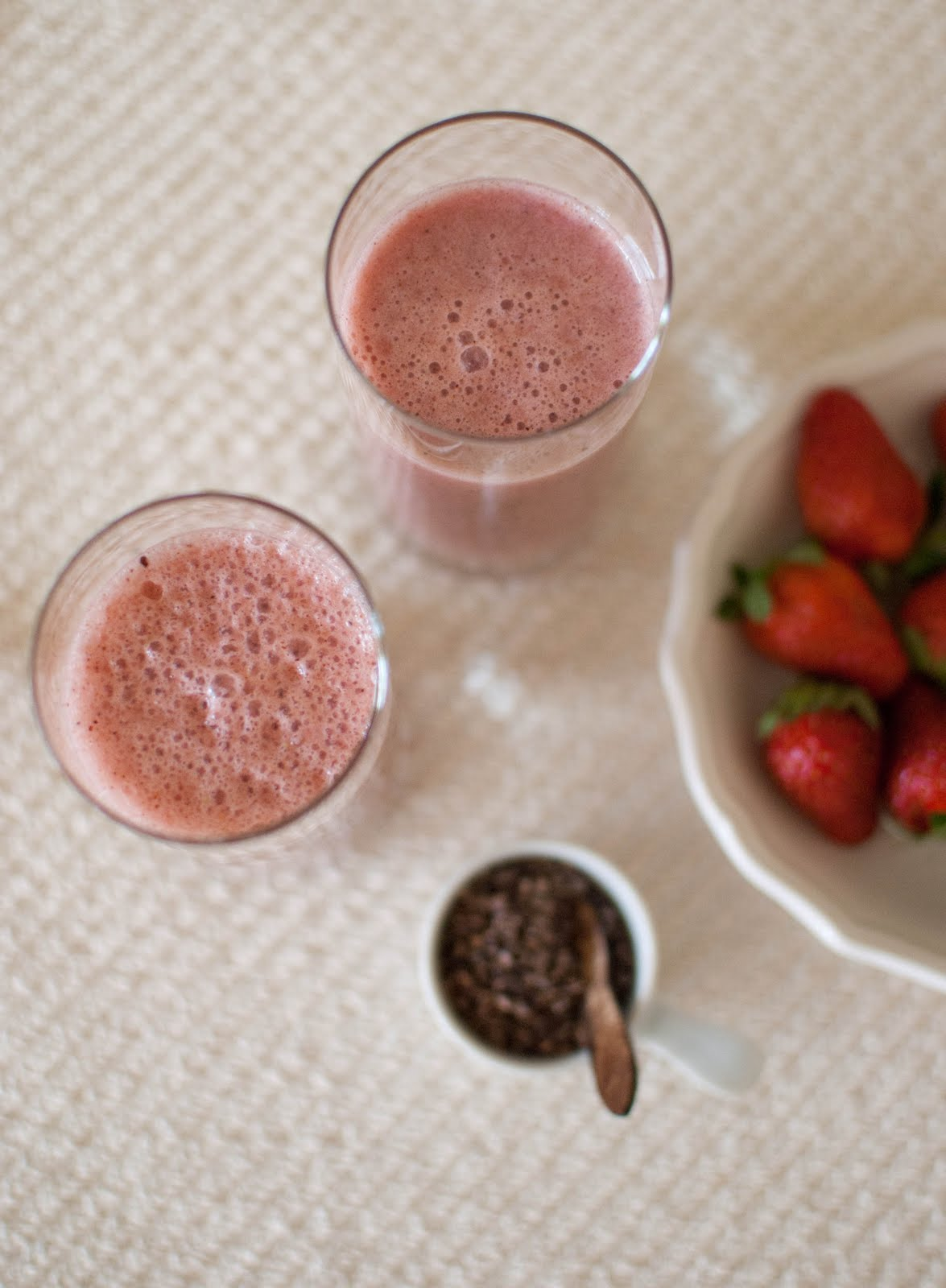 Scandi Home: Strawberry-Cocoa Soy Smoothie