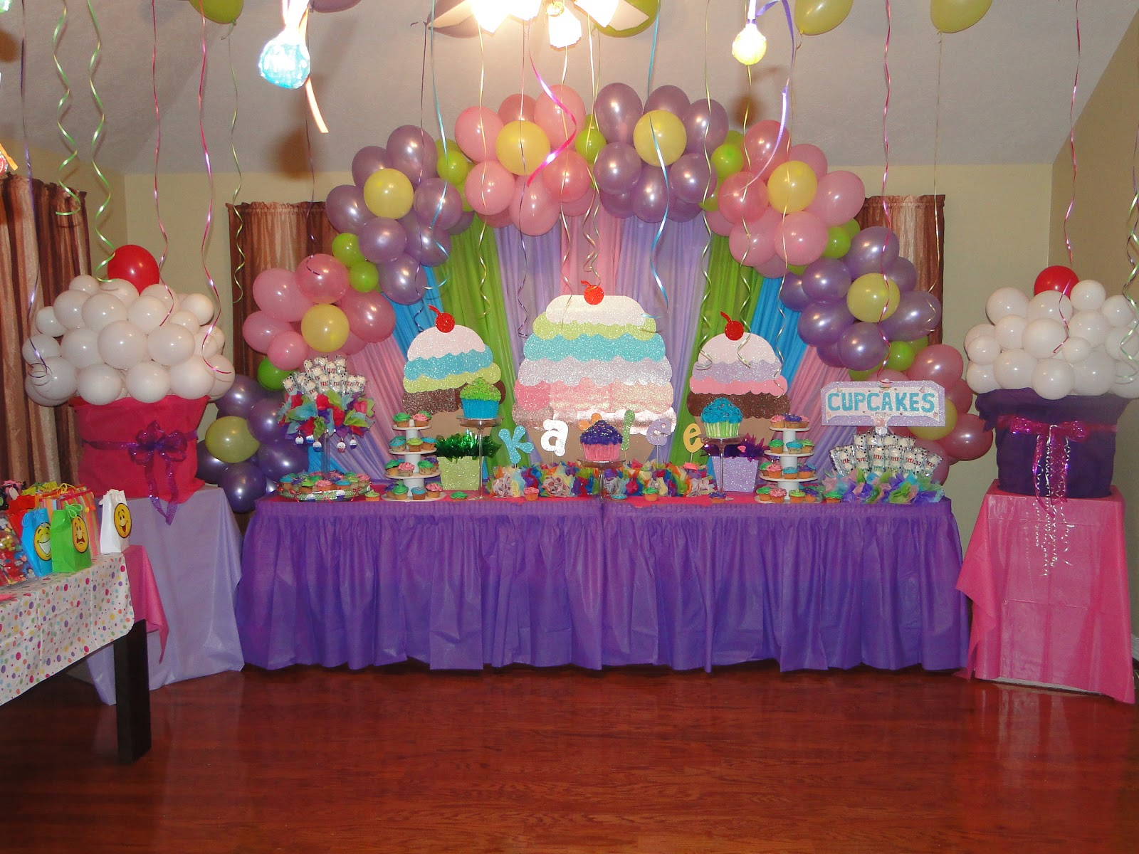 Unforgettable creations designed by maria cupcake themed for Balloon birthday decoration