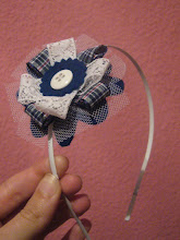 110.  diadema broche azul