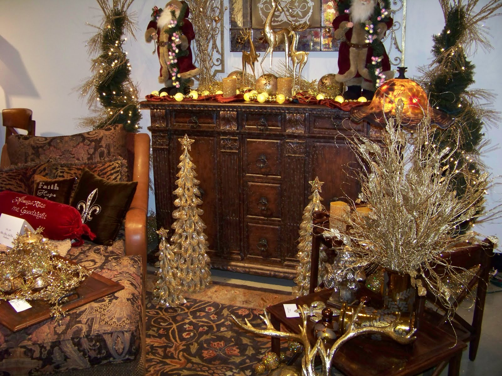 Holiday Tables - Thanksgiving & a Christmas Sideboard title=