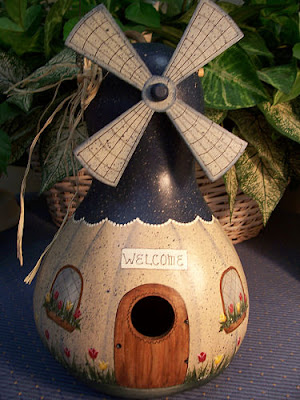 Gourd Design http://critterfarmgirl.blogspot.com/2009/03/sad-story-about-gourds.html