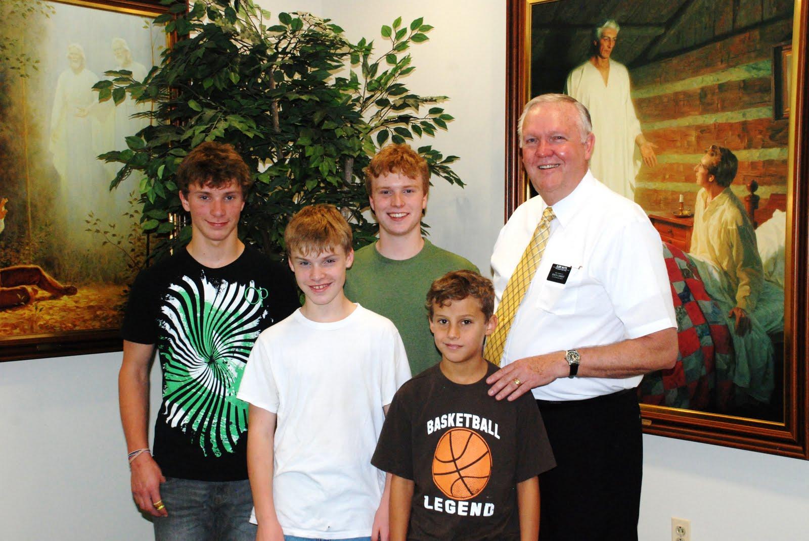 http://2.bp.blogspot.com/_rb5czKt61FA/TGH9TwevyvI/AAAAAAAABP4/FkrCAEirG08/s1600/Mark+Beck%27s+Boys.JPG