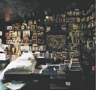 biblioteca bohemia con cama