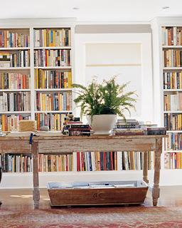 biblioteca con mesa central