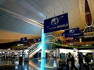 夜の羽田国際空港です。