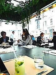 ミラノのカフェ「TRUSSARDI」の中で。