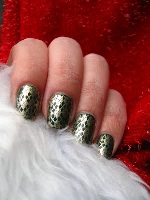 green and gold christmas sweater argyle manicure nail polish konad stamping nailswatches