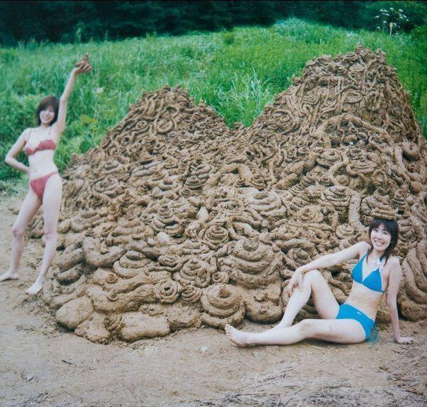 chicas desnudas llenas de mierda