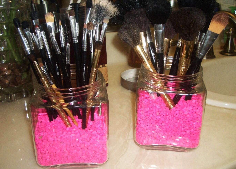 Fab And Frugal Diy Makeup Brush Holder Thefabzilla