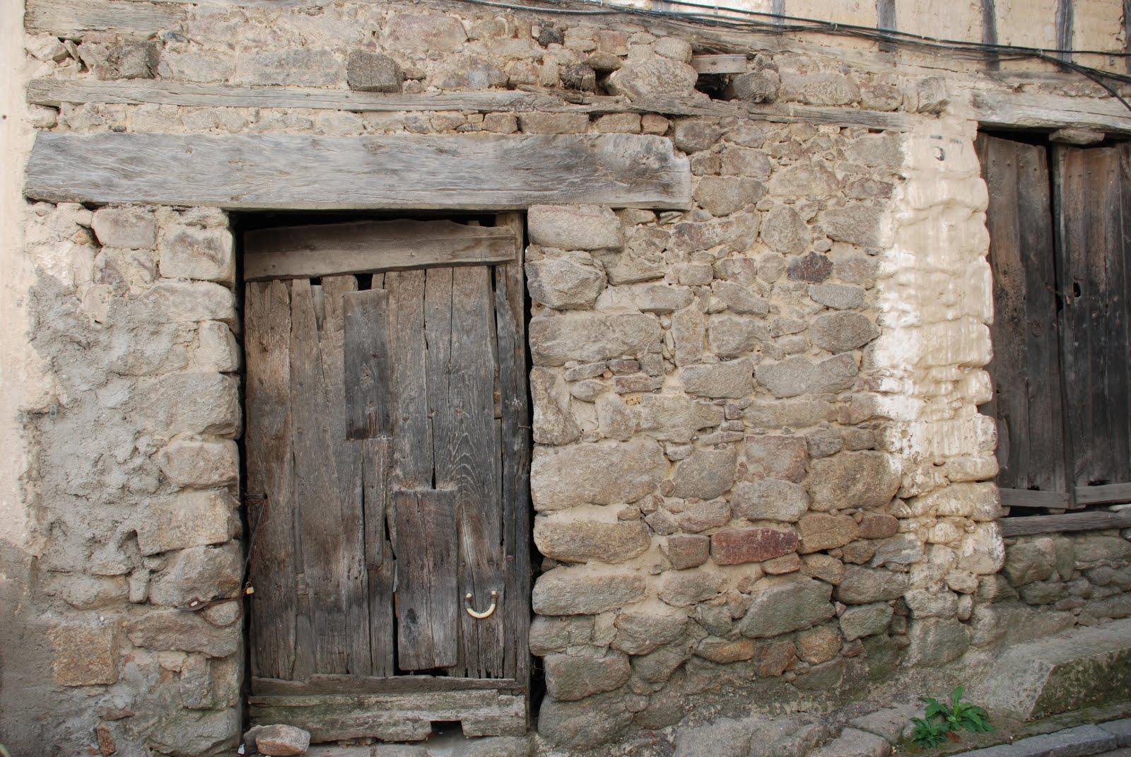 Fot grafo juan guerrero antiguas casas de las - Puertas viejas de madera ...