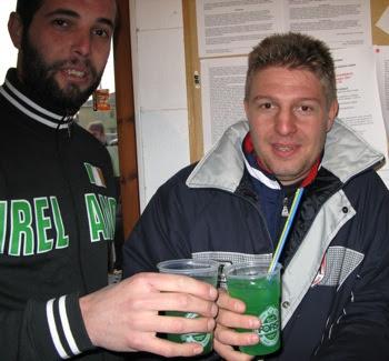 Mister Milani si beve un Verderio con il vicesceriffo Pinz.