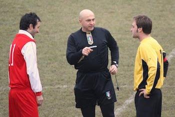 Peluso con i capitani delle due squadre.