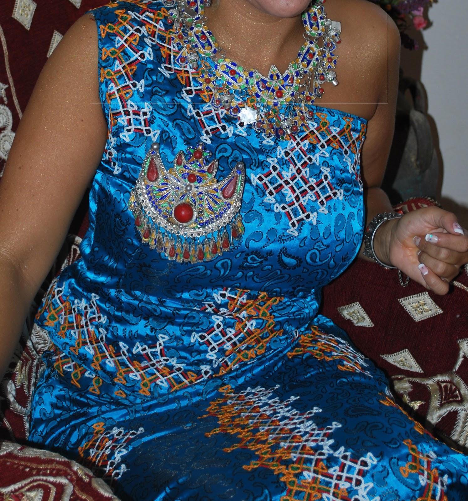 et jai oubliée la derniere la robe kabyle gargari et il 'ya dautres