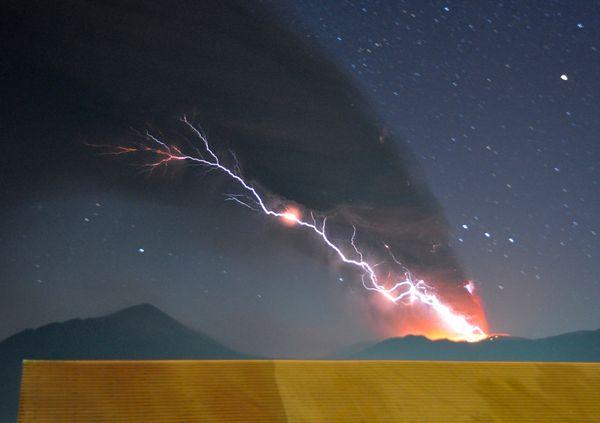 iceland volcano lightning. Volcano Lightning Electrifies