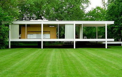 Mies van der Rohe Farnsworth House rear lawn