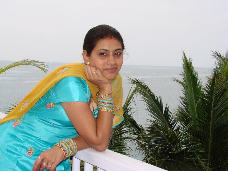 DESI GIRLS AND INDIAN - BRITISH AUNTIES PICS: Savita bhabhi