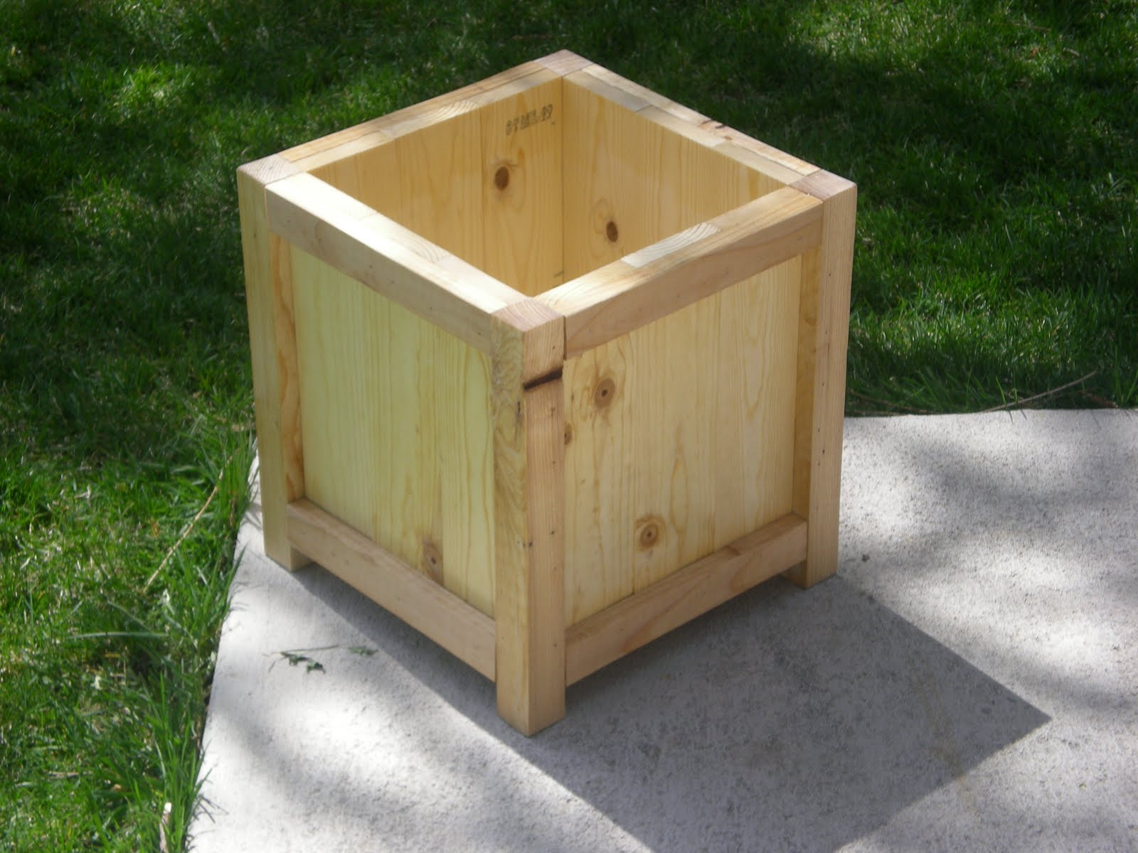 Woodworking wood flower box plan PDF Free Download