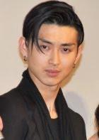 Shota Matsuda com meia franja
