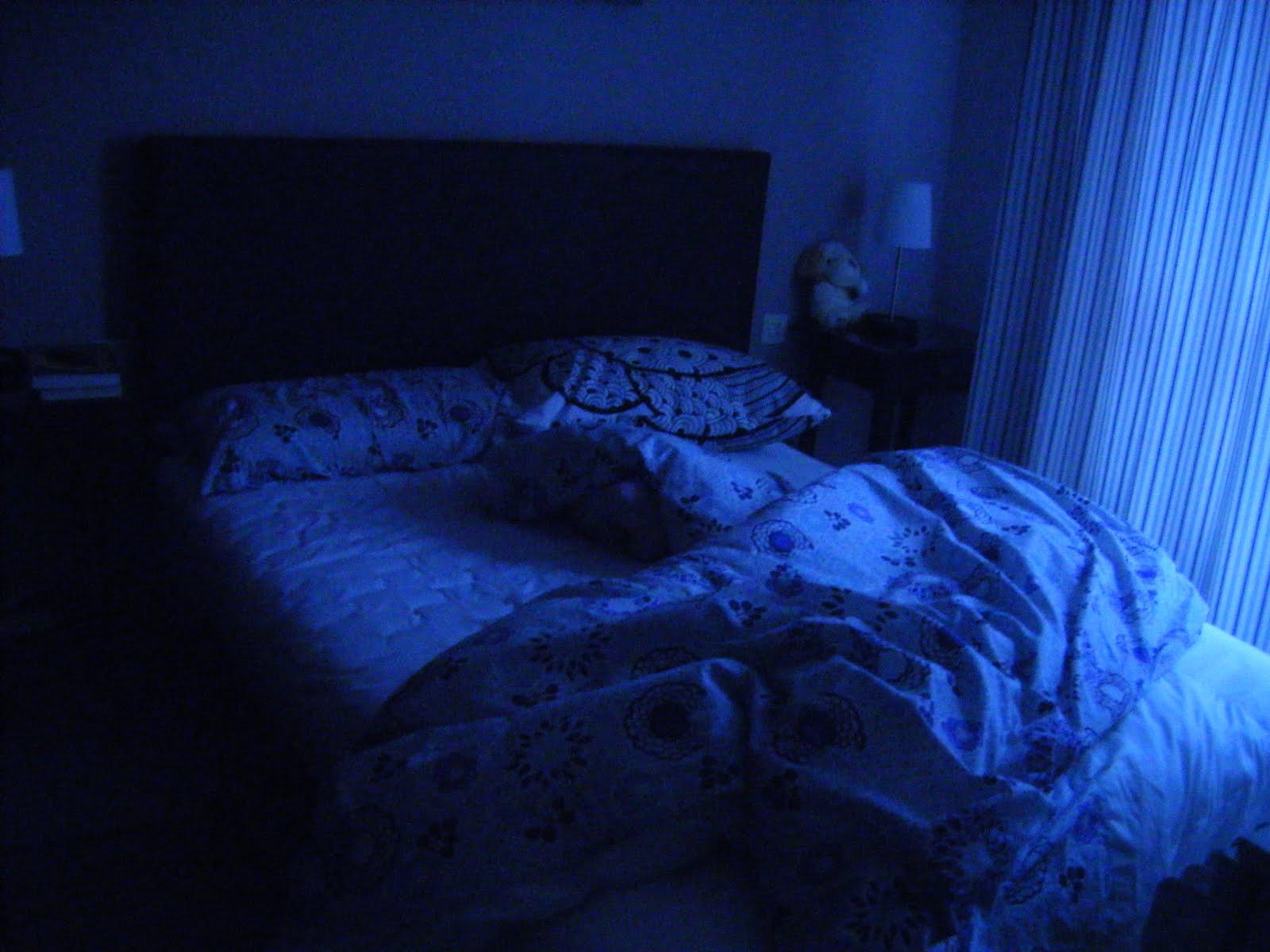 Apagar las luces cuando no se está en las habitaciones ahorra energía y dinero.