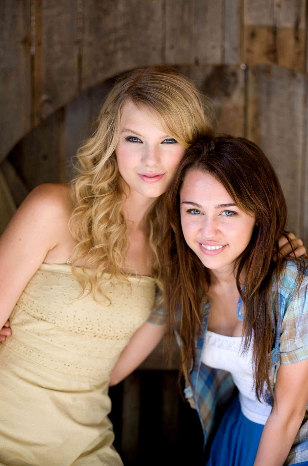 http://2.bp.blogspot.com/_ruOod5k7TGQ/TKEMJjK4I7I/AAAAAAAAAMQ/Lb9wOC9tQK4/s1600/hannah_montana_the_movie45.jpg