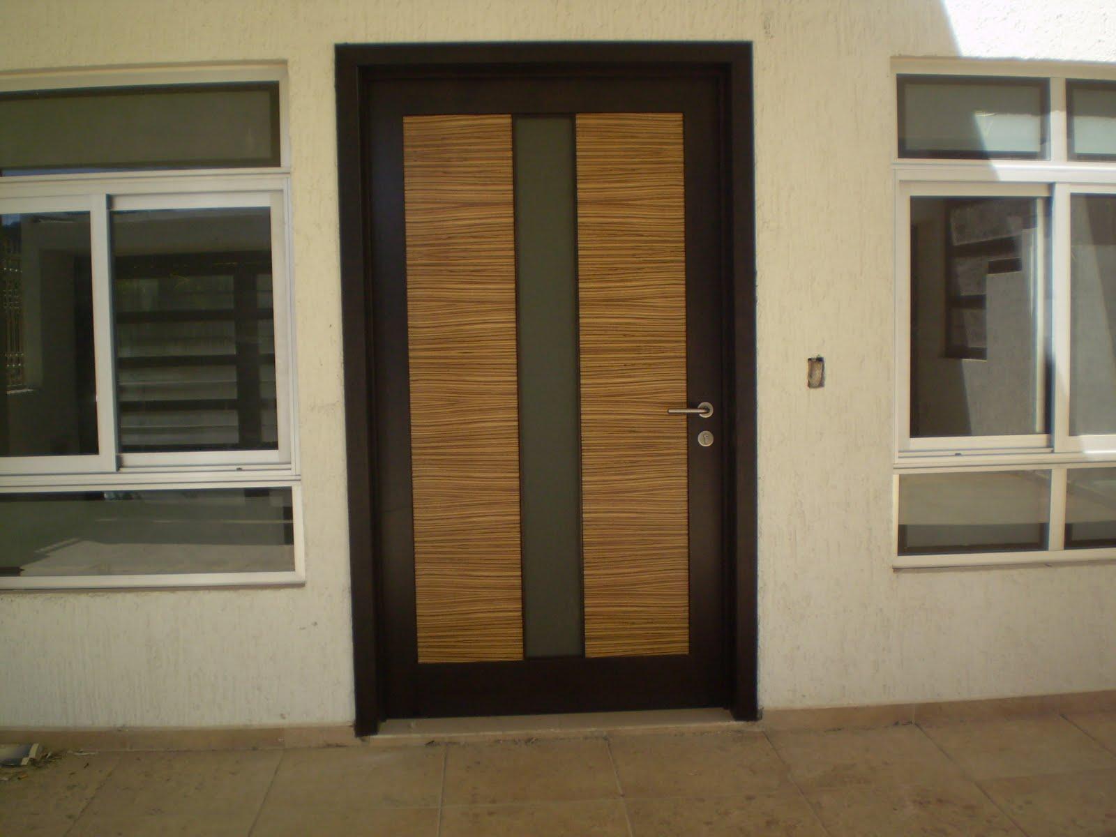 Cla design puerta de ingreso tableros en cebrano for Puertas de ingreso de madera modernas