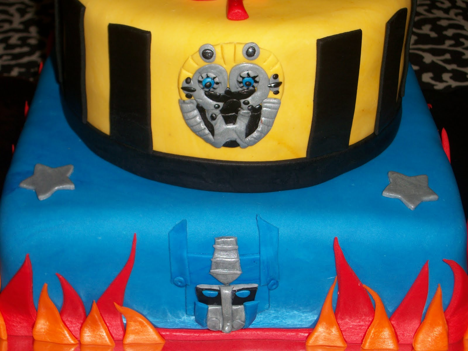 birthday cakes transformers