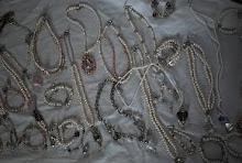 Sötvatten pärlor porslinspärlor äkta pärlor nickeltestat och design med omtanke och känsla