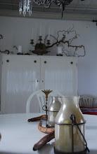 IDag och efter bild ...Lantligt och lite av naturen i huset, vardagsrummet