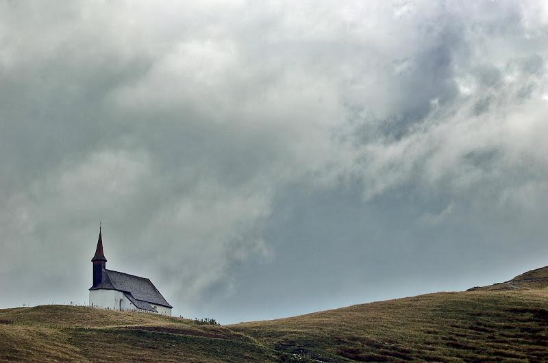 austria montaña niebla nublado iglesia