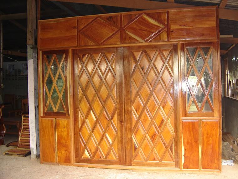 ชุดประตูแผงไม้กั้นห้อง ไม้มะค่า