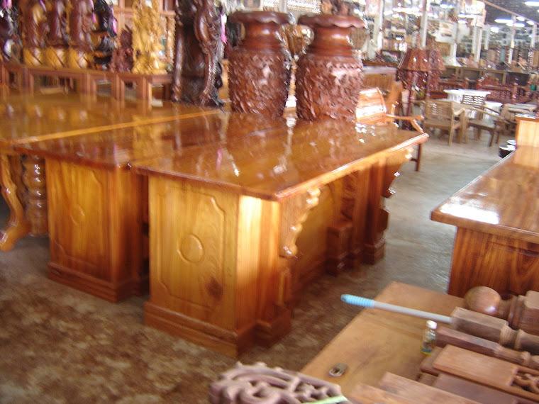 โต๊ะทำงานไม้แผ่นเดียว