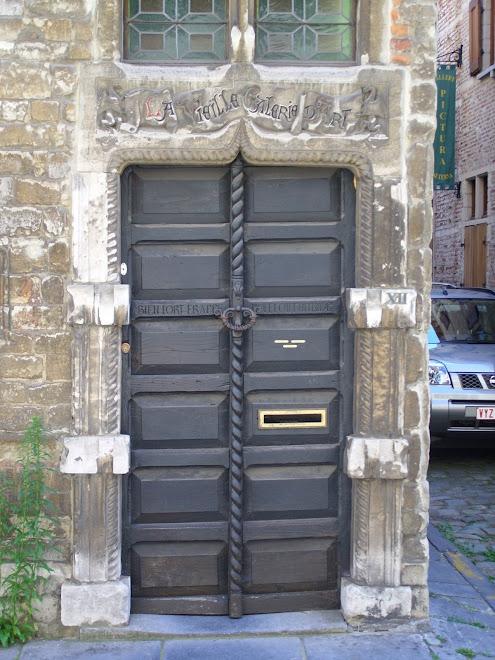 Porte d'entrée d'une ancienne galerie d'art