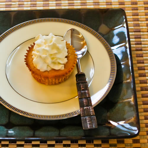 Low-Sugar Spiced Pumpkin Mini Cheesecakes are a good idea for portion ...