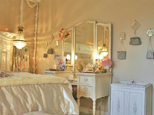 Absolutely audrey shabby chic for Antique bedroom ideas