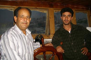 Il capitano Zenzeri, a destra, con l'armatore Nouira