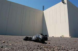 Le mura di recinzione del Cie di Bari Palese