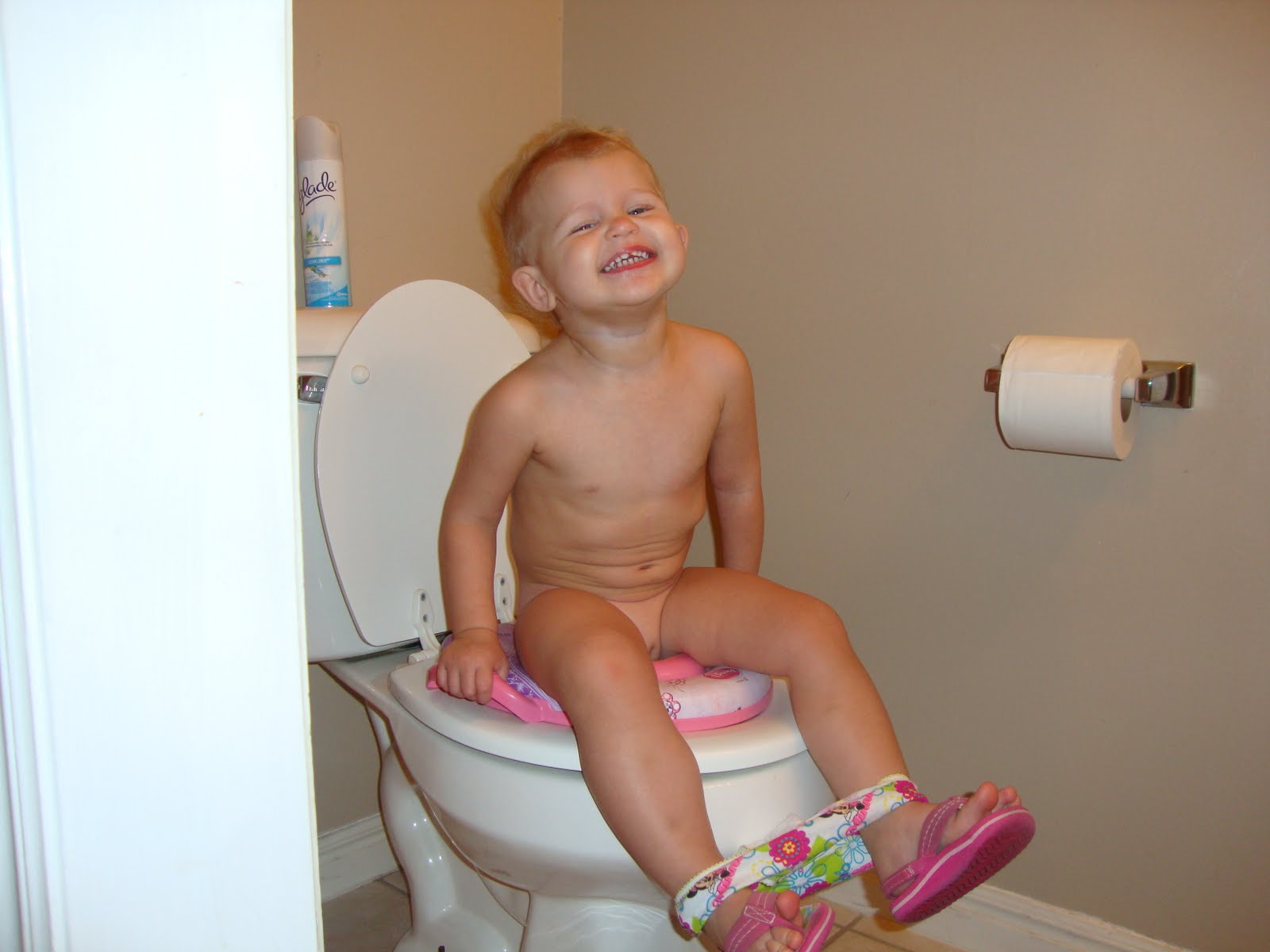 Big Poop in Toilet http://jordanandruthy.blogspot.com/2011/01/potty-training.html