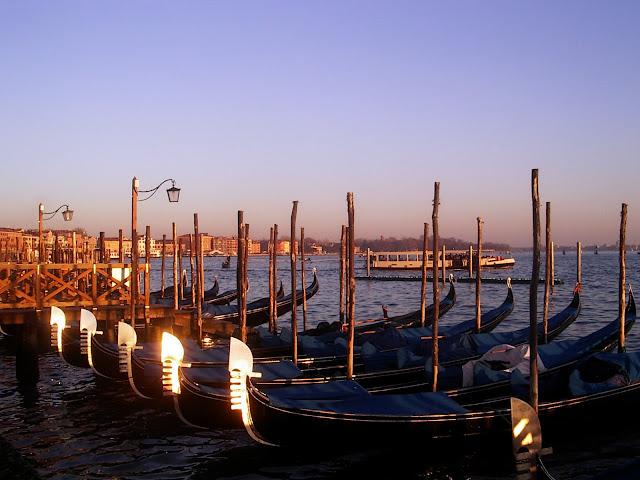 venecia gondolas
