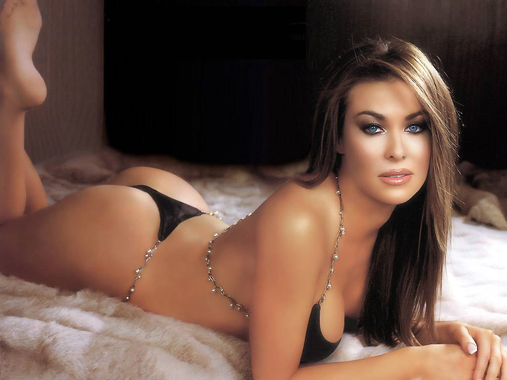 carmen electra nude playboy feet soles pose%2B2 A Small Graduation Party English