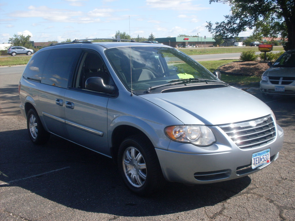 2006 chrysler town and country blue 003 jpg. Cars Review. Best American Auto & Cars Review