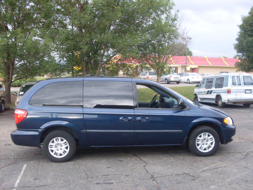 2002 Dodge Grand Caravan Sport   $4,995