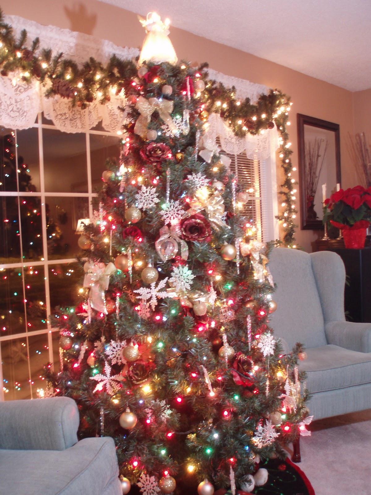 Dining Delight Christmas Decor  Living Room ~ 131429_Christmas Decorations For Living Room Tables