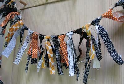 Allisa jacobs halloween fabric scrap garland tutorial for Halloween girlande